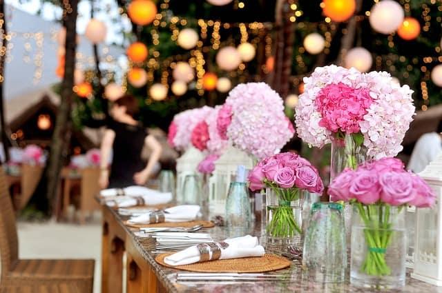 How to Plan a Backyard Wedding Reception On A Budget ...