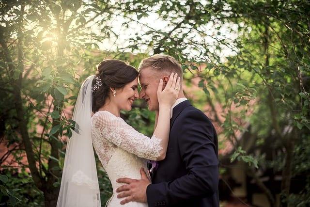 How to Plan a Small Backyard Wedding Ceremony