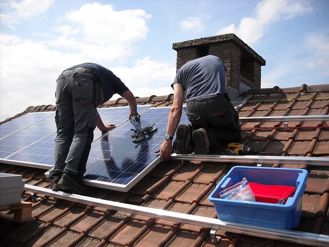 Solar Panel Cleaning and Maintenance Tips